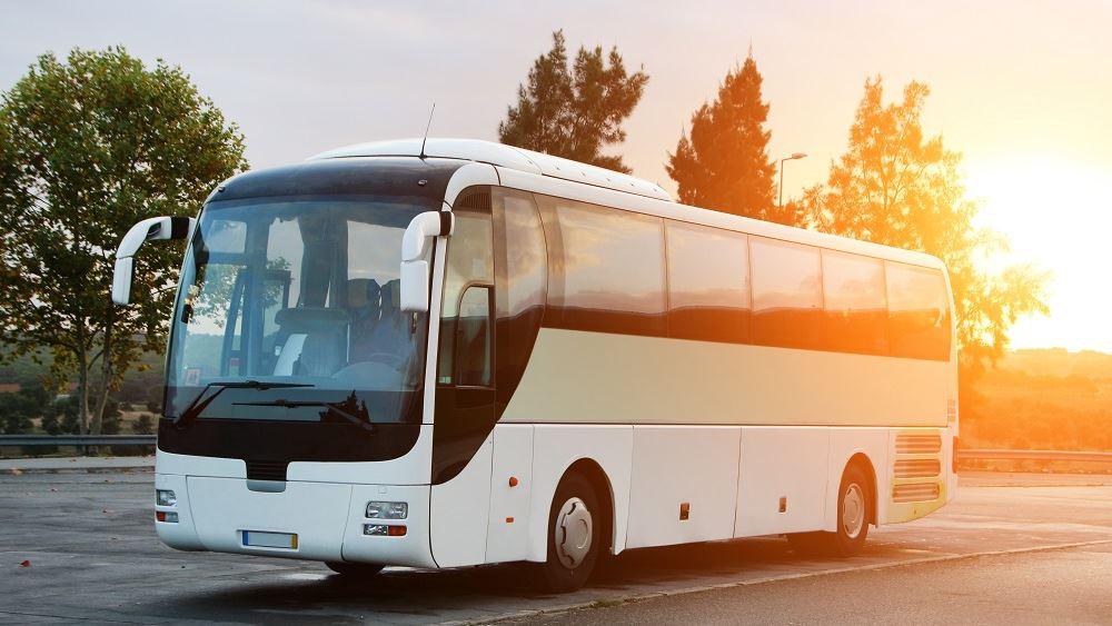 ΥΠΟΙΚ: Μειώνονται τα τέλη κυκλοφορίας για τα τουριστικά λεωφορεία