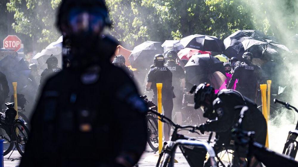 ΗΠΑ: Νύκτα έντασης σε Σιάτλ και Πορτλαντ σε κινητοποιήσεις κατά της αστυνομικής βίας και του ρατσισμού
