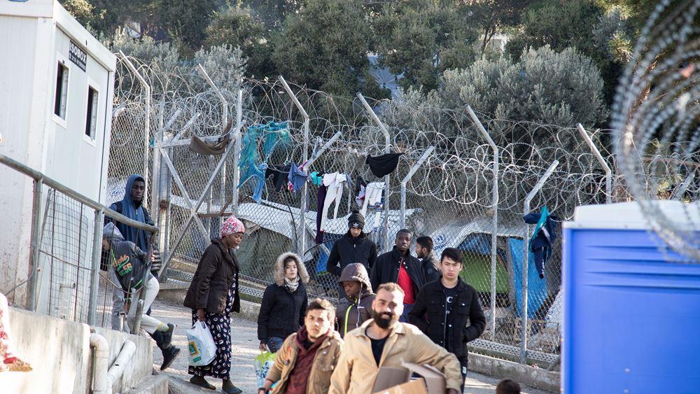 Σάμος: Ξεκίνησε η μεταφορά αιτούντων άσυλο από το παλιό ΚΥΤ στη νέα δομή