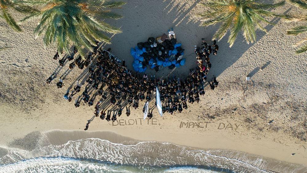 Πάνω από μισό τόνο σκουπιδιών καθάρισε η Deloitte από παραλίες