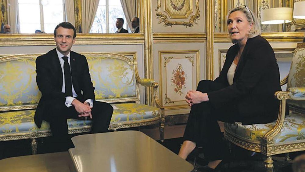 """Γαλλία: Η Λεπέν """"φλερτάρει"""" με τη νίκη στις προεδρικές εκλογές του 2022"""