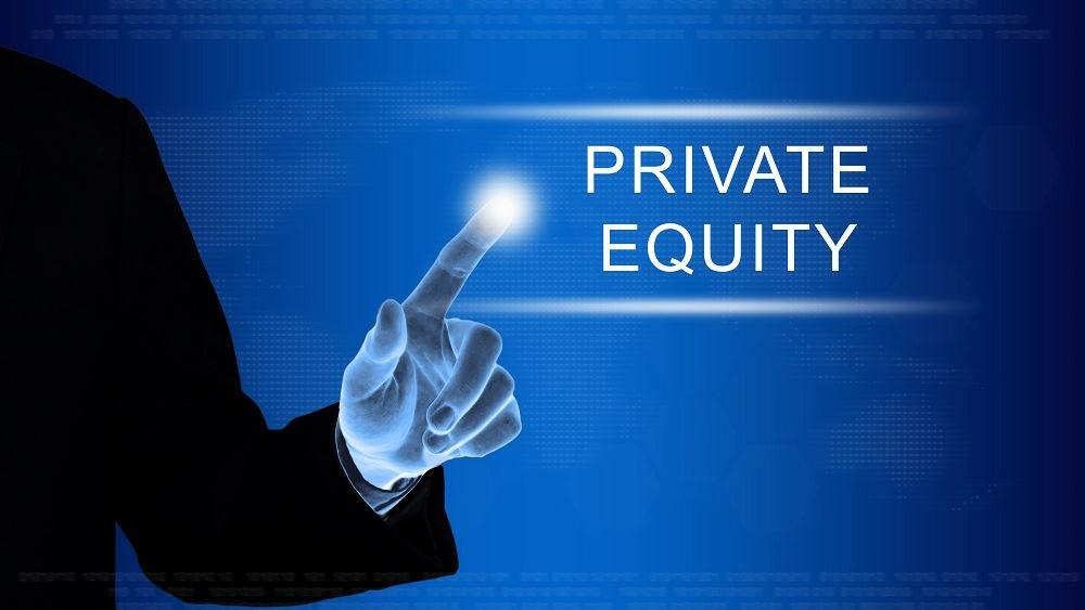 Private equity όπως η KKR κάποτε κυνηγούσαν τις εταιρείες του S&P 500, τώρα θέλουν να γίνουν μία από αυτές