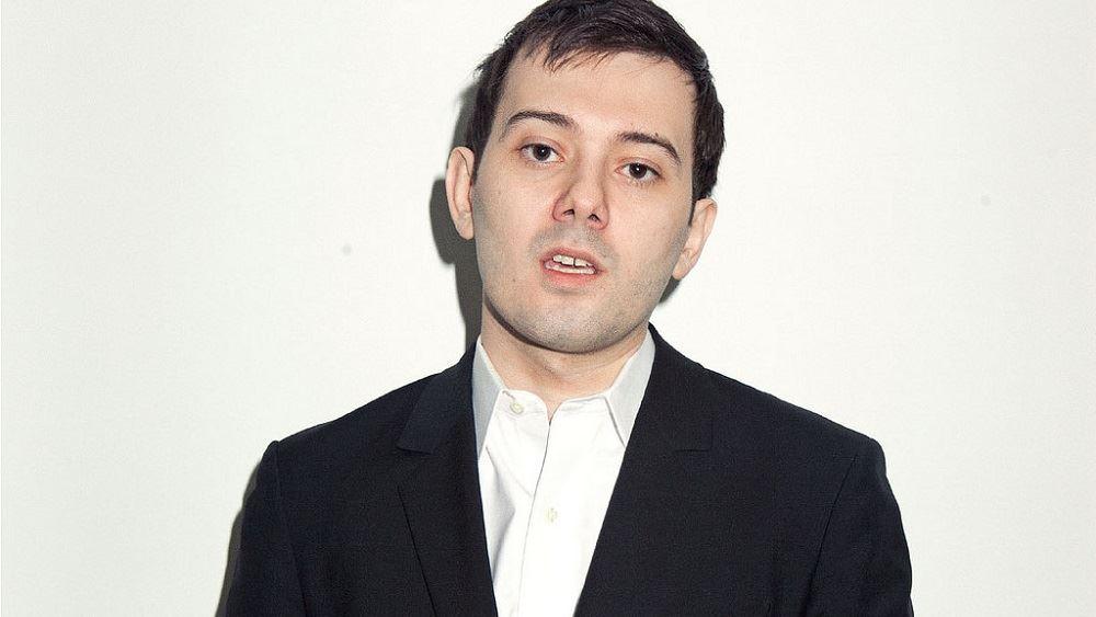 Στην απομόνωση φέρεται να είναι ο Martin Shkreli μετά τις πληροφορίες ότι διοικούσε την εταιρεία του από τη φυλακή