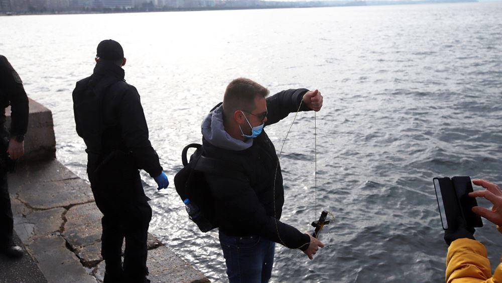 Θεσσαλονίκη: Προσαγωγές ατόμων που έριξαν τον σταυρό στα νερά του Θερμαϊκού