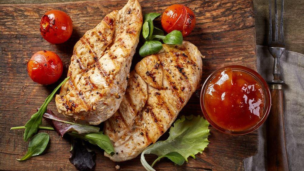 Θα ψήσετε; Δοκιμάστε αυτές τις εύκολες και light σος για το κρέας