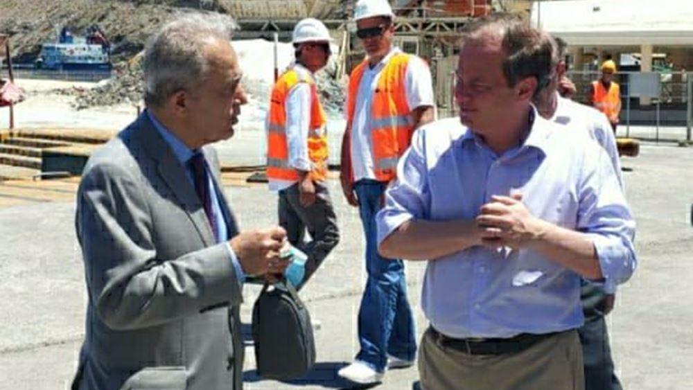 Κ. Αχ. Καραμανλής: Επιθεώρησε τα έργα στο λιμάνι της Σαντορίνης