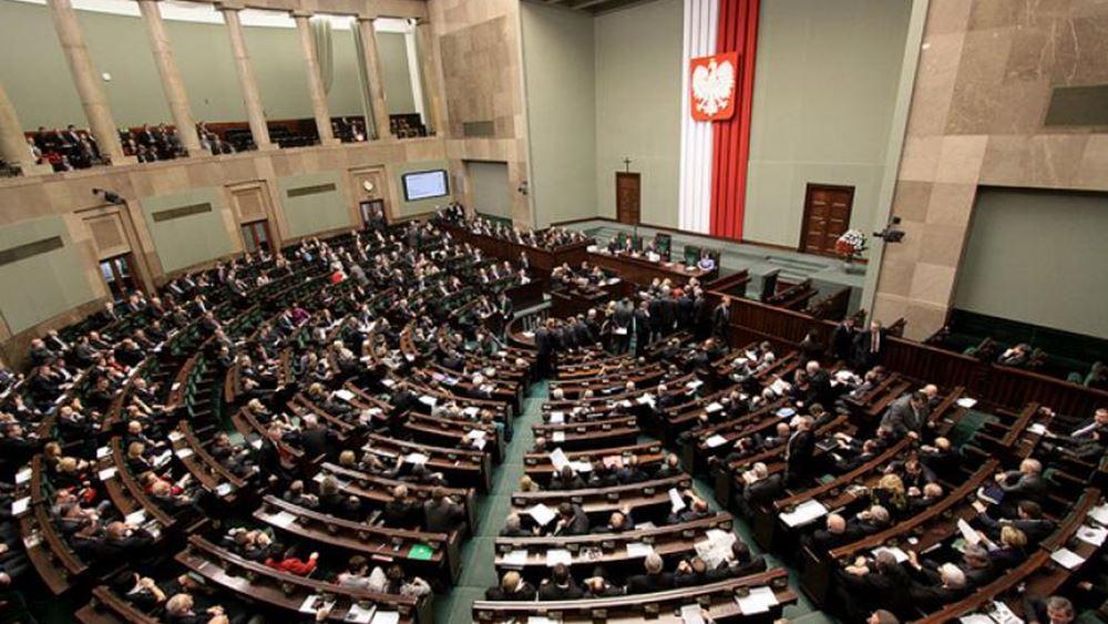 """Η Γερουσία της Πολωνίας απέρριψε τον """"νόμο-φίμωτρο"""" για τη μεταρρύθμιση του δικαστικού συστήματος"""