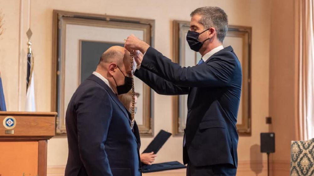 Την ύψιστη διάκριση της Πόλεως των Αθηνών απένειμε στον πρωθυπουργό της Ρωσίας, ο Κ. Μπακογιάννης
