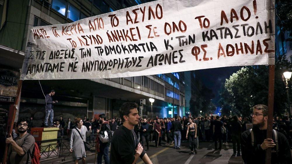 Πορεία φοιτητών στη Βουλή στον απόηχο της απόφασης της Συγκλήτου και των επεισοδίων στην ΑΣΟΕΕ