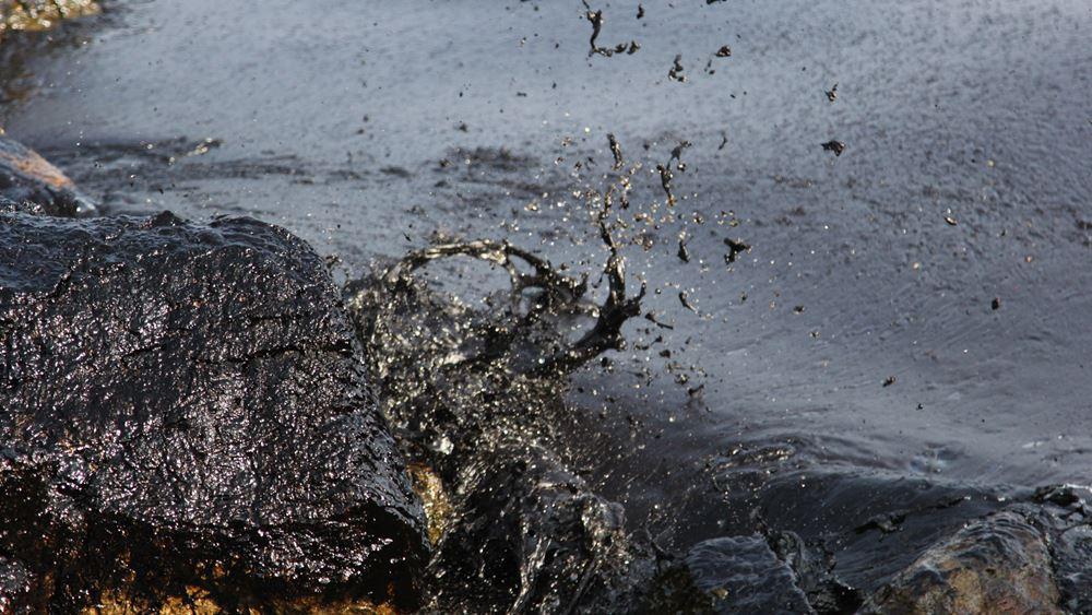 Ρωσία: Πετρελαιοκηλίδα 1.300 στρεμμάτων προκάλεσε η διαρροή από αγωγό στην περιοχή Κόμι