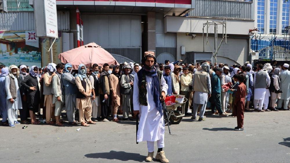 Αφγανιστάν: Συνωστισμός στις τράπεζες στην Καμπούλ λόγω των ορίων στις αναλήψεις μετρητών