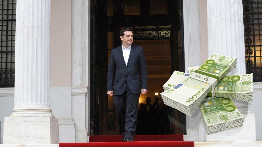 """Ο Τσίπρας κραδαίνει τις προεκλογικές παροχές στη Βουλή - """"Δώρο"""" στους αμήχανους βουλευτές"""
