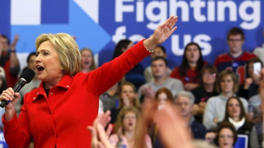 Επίθεση της Χίλαρι εναντίον του Μπέρνι Σάντερς: Κανείς δεν τον συμπαθεί