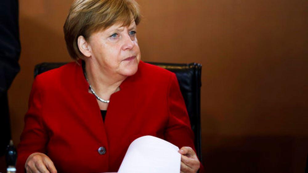 Merkel: Οι κυβερνήσεις δεν πρέπει να υπερφορτώνουν την ΕΚΤ