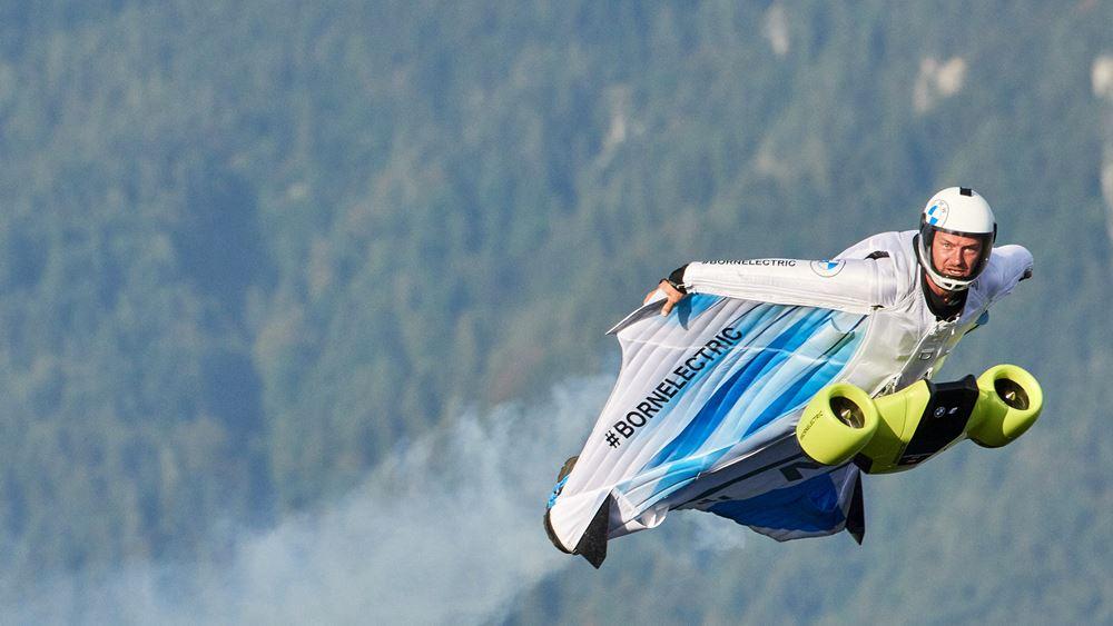 Ηλεκτρικό wingsuit από την BMW i