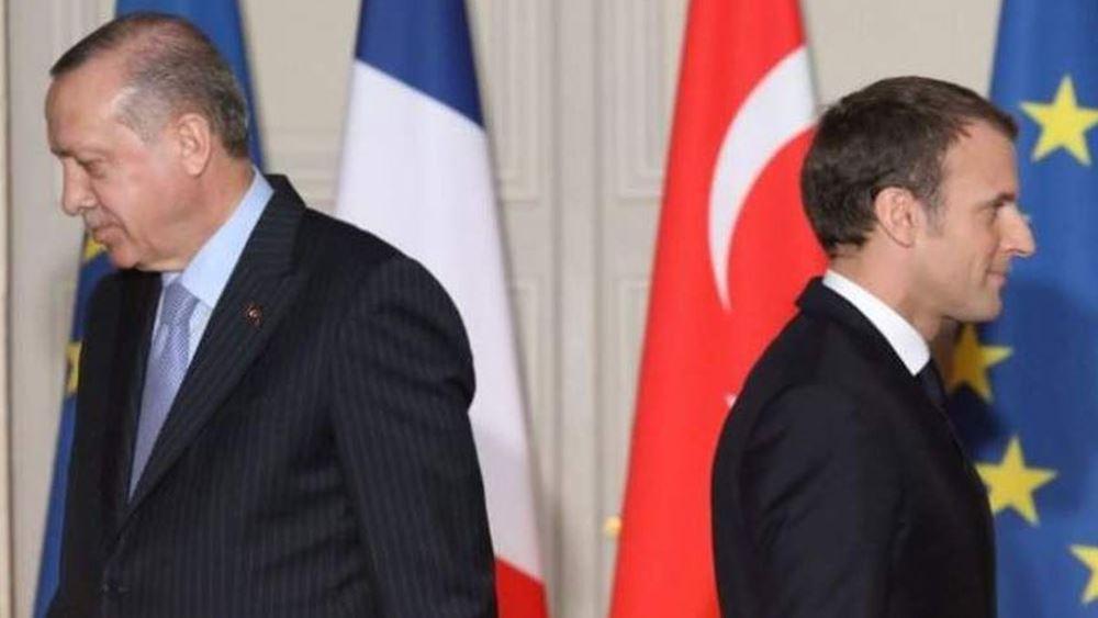 """Ο Ερντογάν κατηγορεί τον  Μακρόν για """"αποικιοκρατικές"""" βλέψεις και για """"θέαμα"""" στον Λίβανο"""