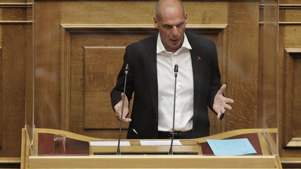 """Βαρουφάκης για ν/σ δημοσίων συμβάσεων: Η κυβέρνηση χτίζει το """"μεγάλο πλιάτσικο"""""""