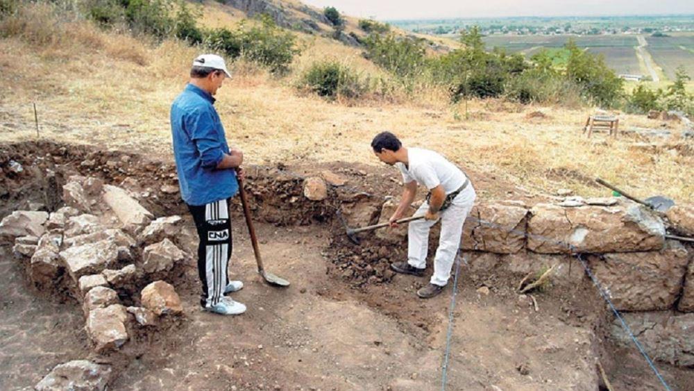 Πέλλα: Πέντε άτομα συνελήφθησαν επ' αυτοφώρω για παράνομη ανασκαφή σε αρχαιολογικό χώρο