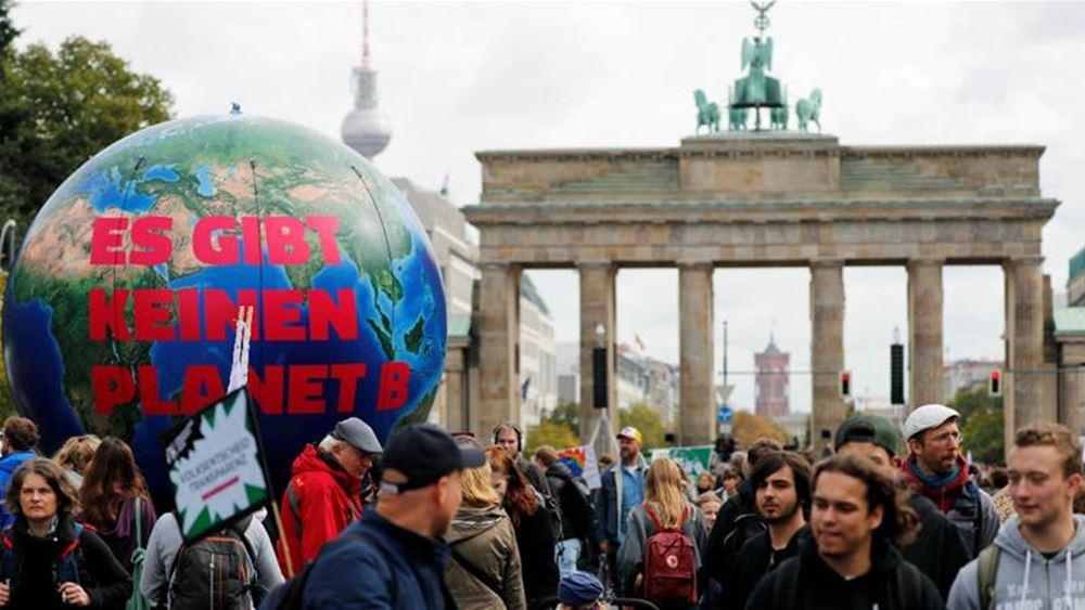 Το κέντρο του Βερολίνου έχει παραλύσει από συγκεντρώσεις ακτιβιστών για το κλίμα