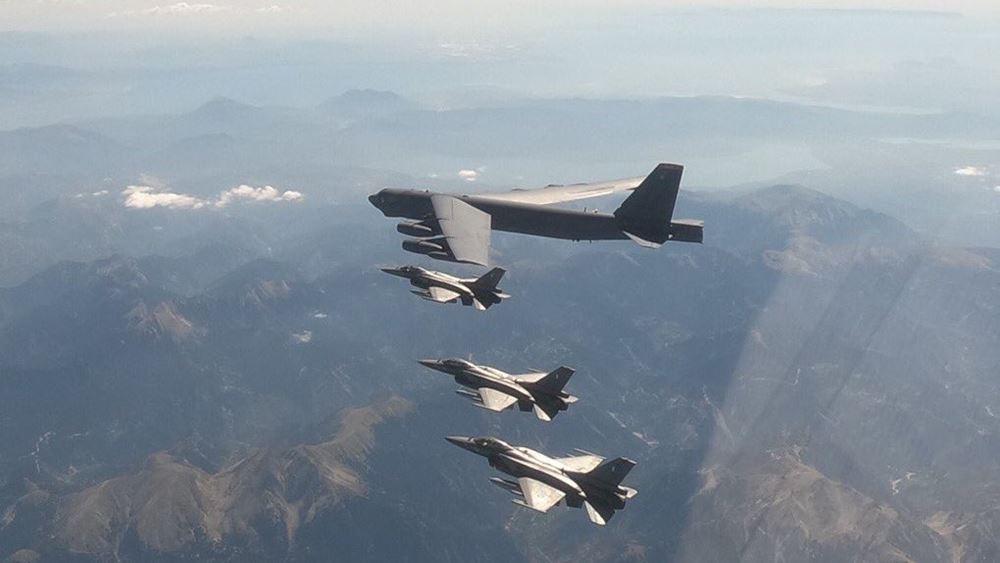 ΓΕΕΘΑ: Ελληνικά F-16 που συνόδευαν το αμερικανικό Β-52 αναχαίτισαν τουρκικά μαχητικά