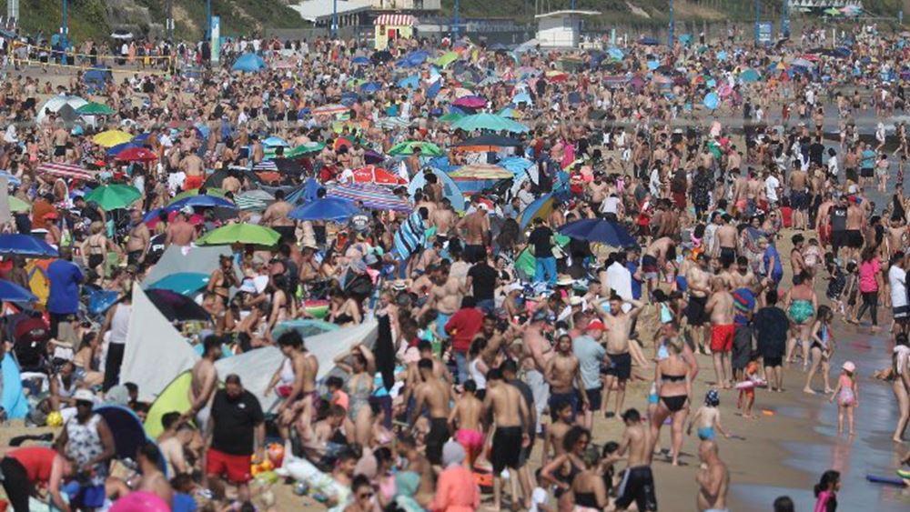 """Βίντεο: """"Πατείς με πατώ σε"""" σε παραλία του Μπορνμουθ - Βρετανοί κάνουν σαν να μην υπάρχει κορονοϊός"""