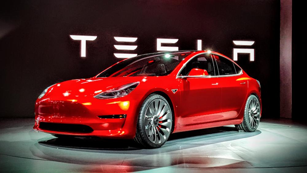 Γιατί δεν σταματάει το σορτάρισμα στην Tesla