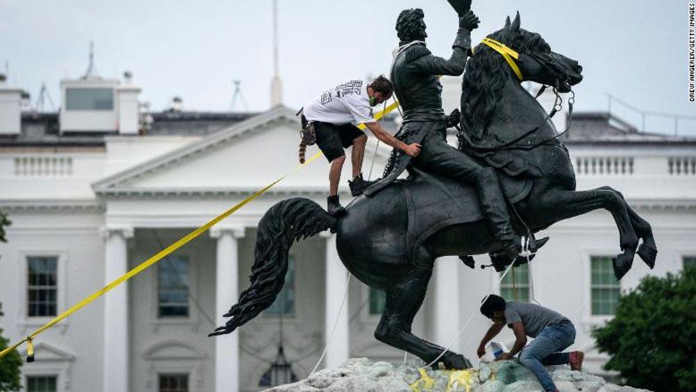 ΗΠΑ: Απαγγέλθηκαν κατηγορίες εναντίον διαδηλωτών που προσπάθησαν να ρίξουν άγαλμα