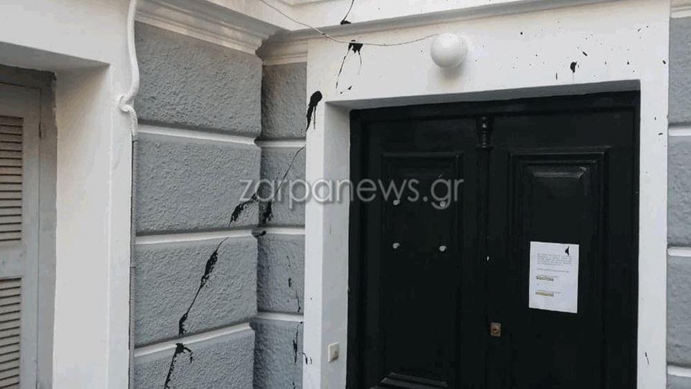 Χανιά: Επίθεση με συνθήματα και μπογιές σε πολιτικά γραφεία της ΝΔ στα Χανιά