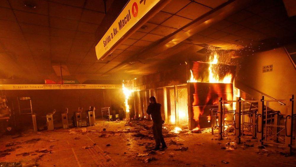 Χιλή: Αναστολή της αύξησης της τιμής του εισιτηρίου του μετρό  μετά τις βίαιες αντιδράσεις