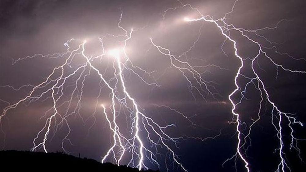 Καταρρακτώδης βροχή και κεραυνοί στον νομό Μαγνησίας