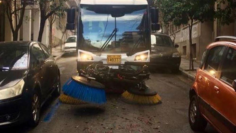 Μεγάλη επιχείρηση καθαριότητας του Δήμου Αθηναίων σε Εξάρχεια-Κολωνάκι
