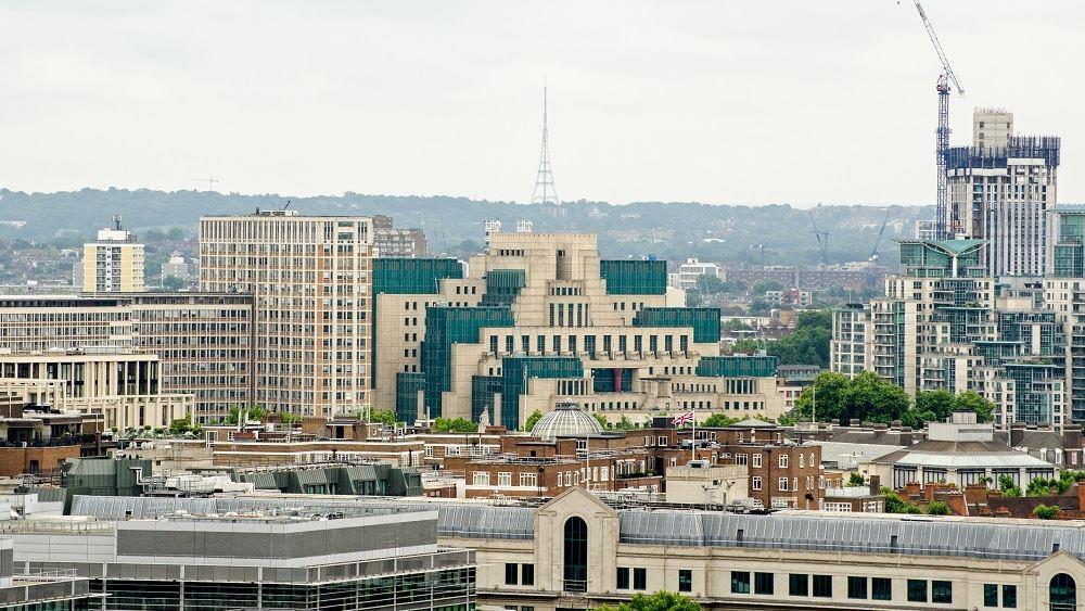 Βρετανία: Νέος επικεφαλής της MI6 αναλαμβάνει ο διπλωμάτης καριέρας Ρίτσαρντ Μουρ