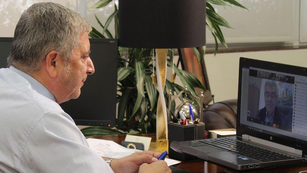 Πατούλης: Παρέδωσε δωροεπιταγές στους 330 εργαζόμενους του ΕΣΝΑ
