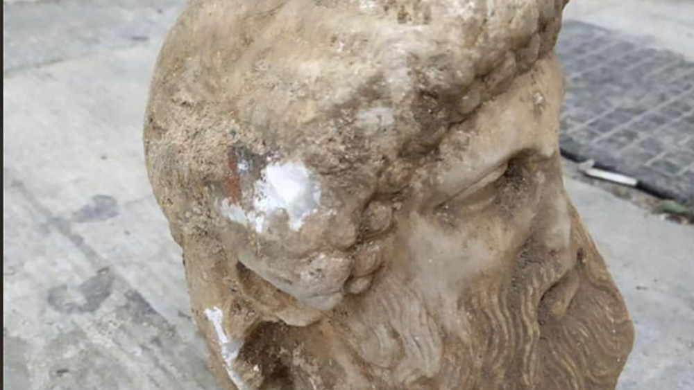 Μοναδική αρχαία κεφαλή βρέθηκε στο κέντρο της Αθήνας - Η ανάρτηση του Κ. Μπακογιάννη