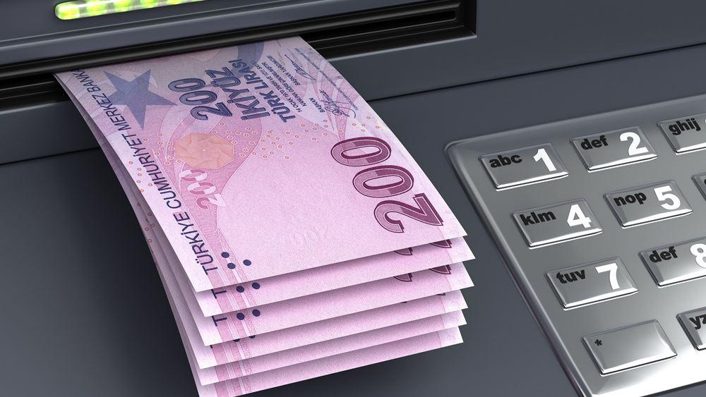 Συνεχίζει τα χαμηλά η τουρκική λίρα, κυρώσεις για τους S-400 ζητούν Αμερικανοί γερουσιαστές