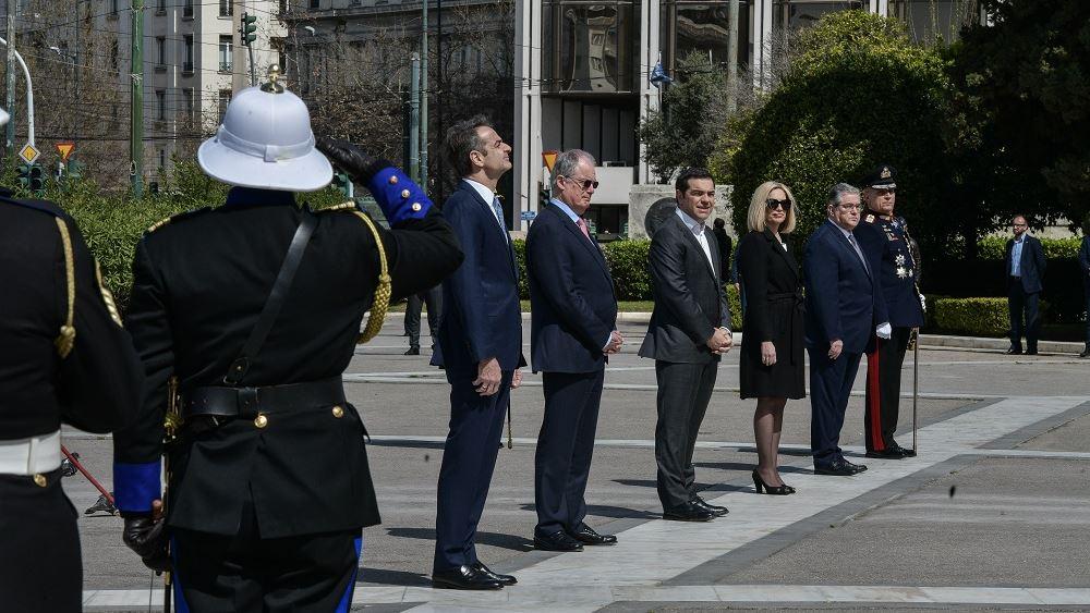 Εορτασμός 25ης Μαρτίου: Κατάθεση στεφάνων από ΠτΔ - Πρωθυπουργό στον Άγνωστο Στρατιώτη