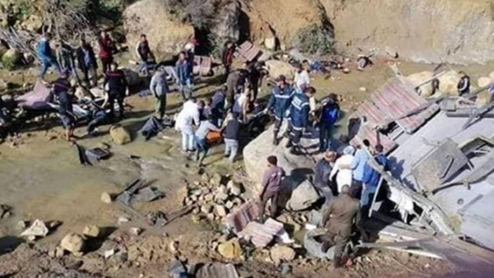 Τυνησία: Τουλάχιστον 24 νεκροί από την πτώση λεωφορείου σε χαράδρα
