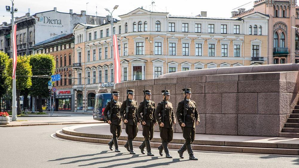 Λετονία: Υποχρεωτικός ο εμβολιασμός για τους επαγγελματίες στρατιωτικούς - Διαφορετικά απολύονται