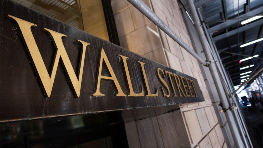 Μεικτά πρόσημα στην Wall, έχασε το νέο ρεκόρ ο Dow