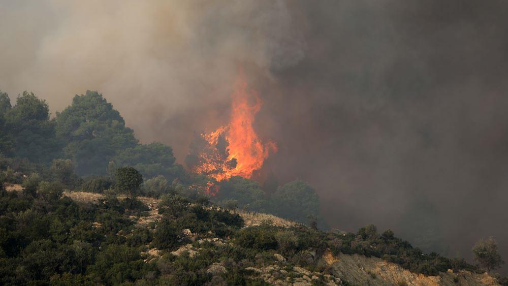 Μεγάλη φωτιά στην Αχαΐα - Περιορίστηκε η φωτιά στη Σαμοθράκη