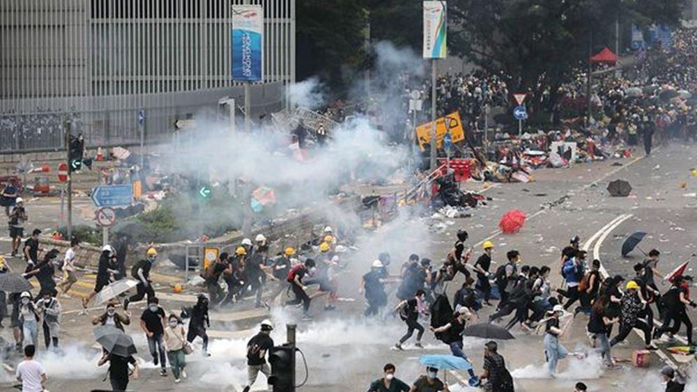 Χονγκ Κονγκ: Συγκρούσεις ξέσπασαν έξω από το κοινοβούλιο