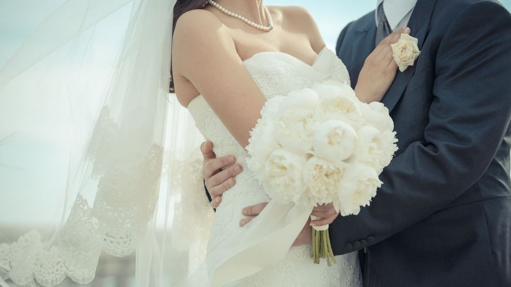 """Κορονοϊός: Υγειονομικές βόμβες οι γάμοι στη Βόρεια Ελλάδα, προκαλούν """"έκρηξη"""" στα κρούσματα"""