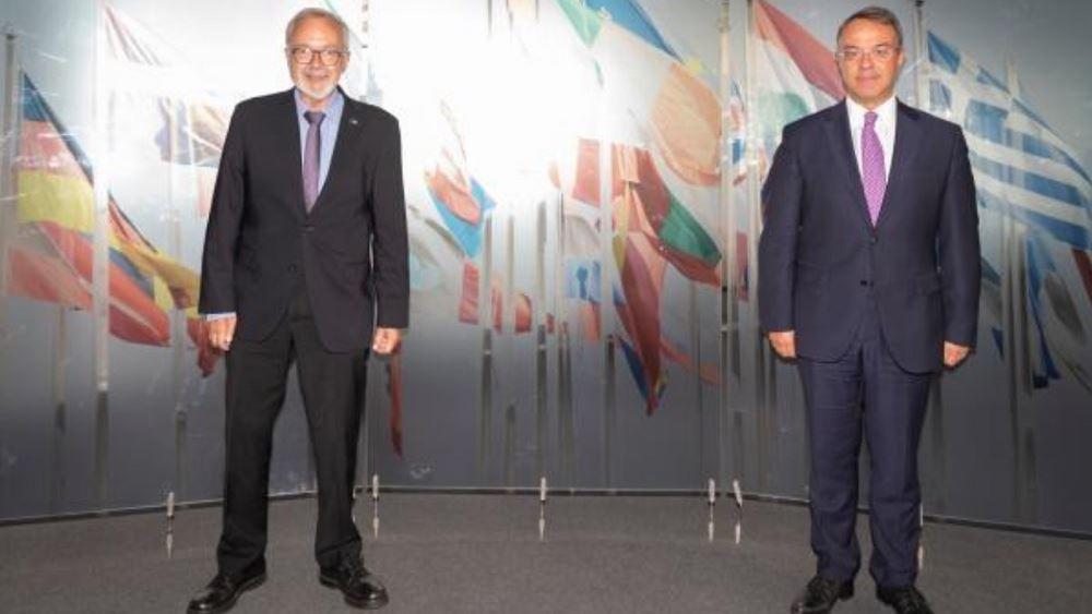 Την περαιτέρω συμμετοχή της ΕΤΕπ σε έργα στην Ελλάδα συζήτησαν Σταϊκούρας - Hoyer