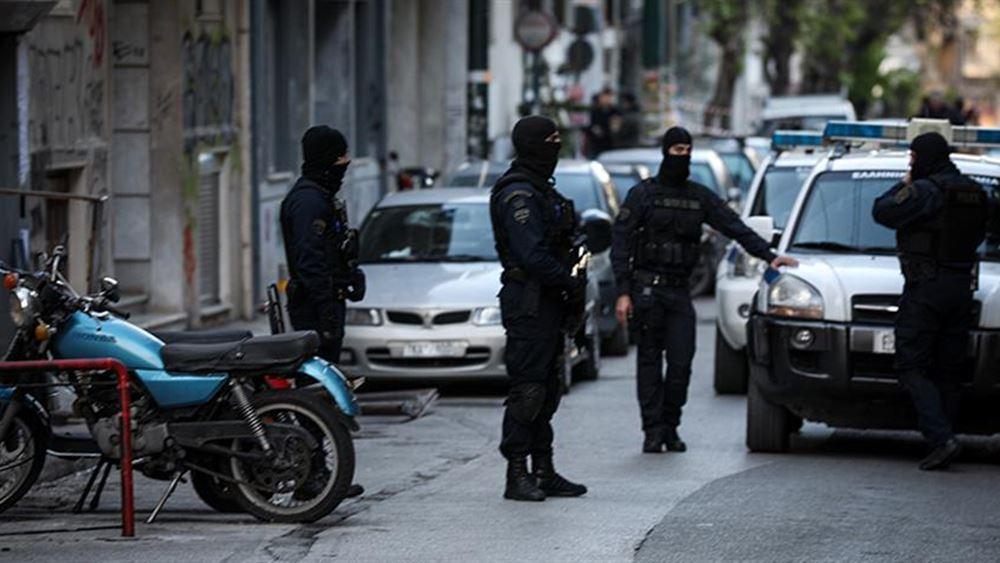 Έφοδος της αστυνομίας στα Εξάρχεια