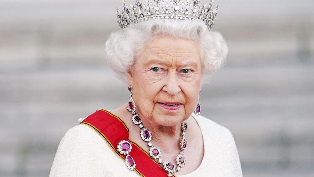 Μια νέα απάτη με bitcoin φτάνει ως... τη Βασίλισσα