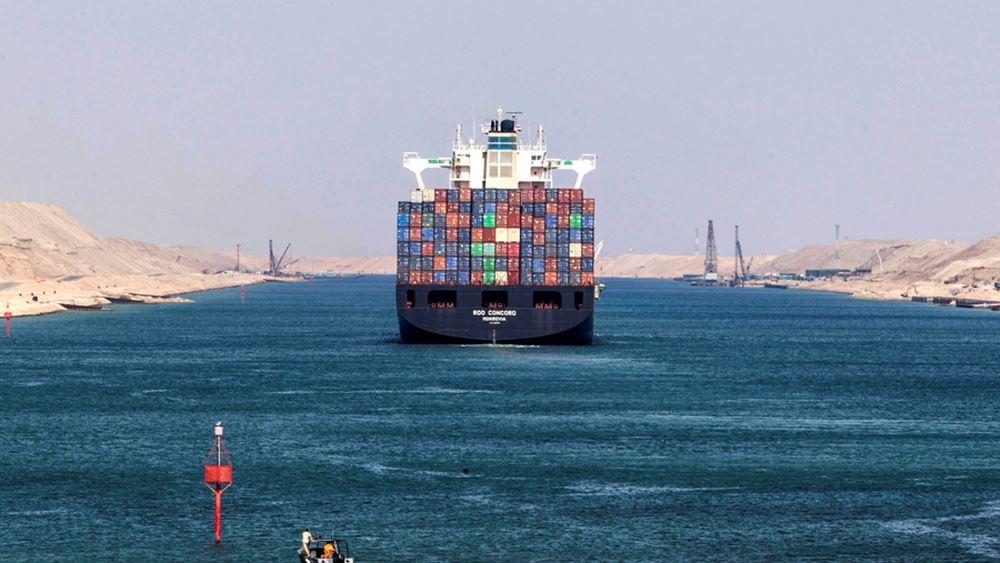 Μπλόκαρε η διώρυγα του Σουέζ από γιγαντιαίο πλοίο κοντέινερ