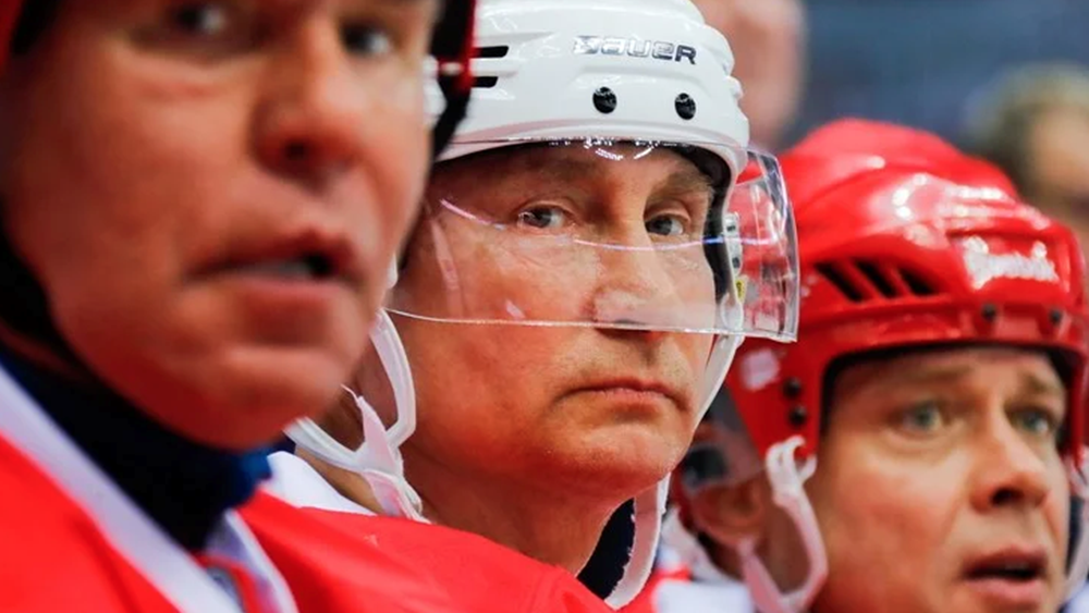 Ο Πούτιν έπαιξε χόκεϊ στην Κόκκινη Πλατεία