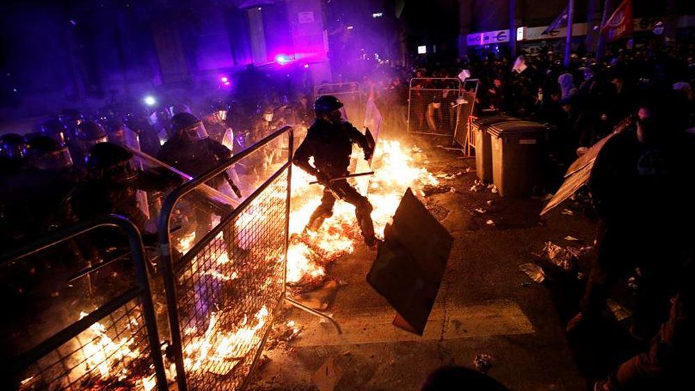 Ισπανία: Νέα εκτεταμένα επεισόδια στη Βαρκελώνη