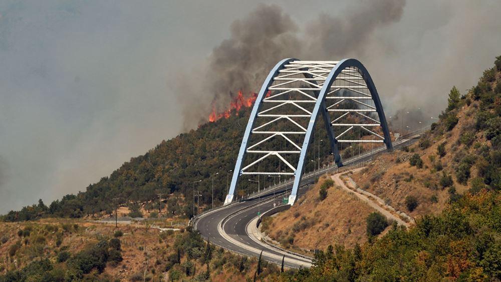 Συναγερμός στα χωριά της Μεγαλόπολης από φωτιές που πέρασαν από Ηλεία και Μεσσηνία