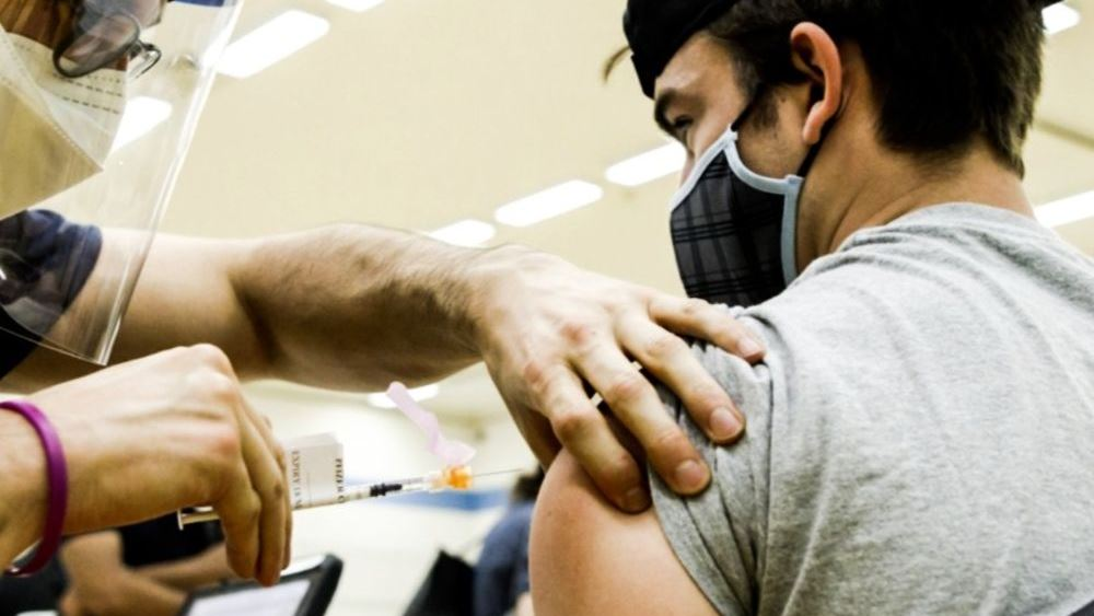 Μυοκαρδίτιδα και εμβόλιο Pfizer: Το μόνο που δεν χρειάζεται είναι πανικός